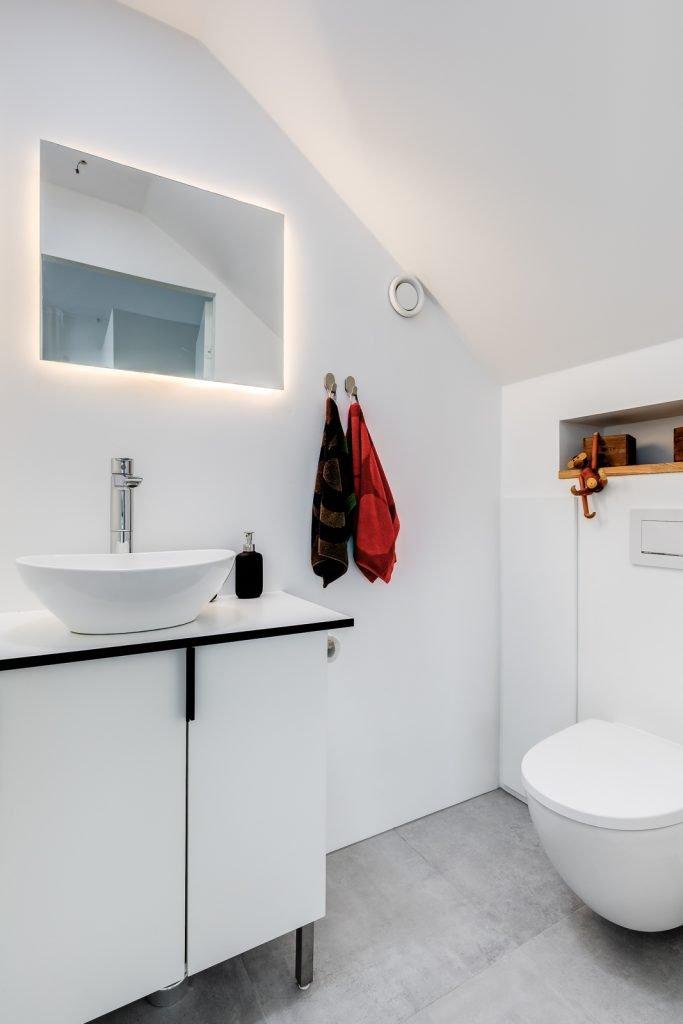 Omakotitalon rakennusprojekti wc tlat