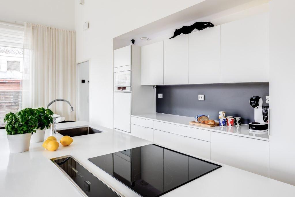Omakotitalon rakennusprojekti keittiö