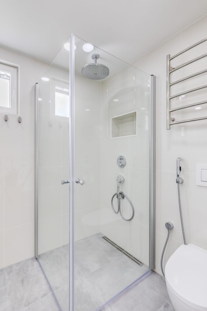 Omakotitalon rakennusprojekti kylpyhuone